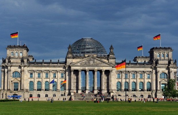 ' ' from the web at 'http://securityaffairs.co/wordpress/wp-content/uploads/2015/06/Bundestag-620x400.jpg'