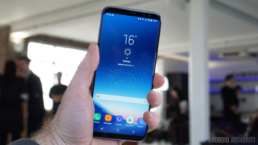 Hackers demonstrated that it is too easy to bypass the Samsung S8 iris scanner.